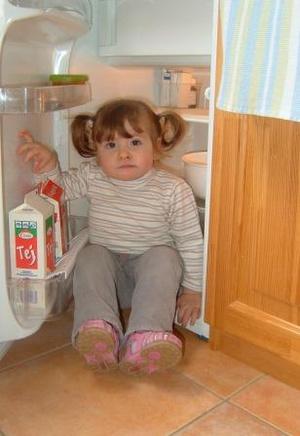 Eszter kislánya fagyasztott embrióból született, édesanyja szerint imádja a hűtőket