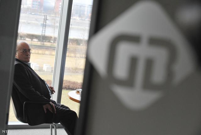 Demján Sándor a Gránit Bank alapítója a bank bemutatkozó sajtótájékoztatója előtt.