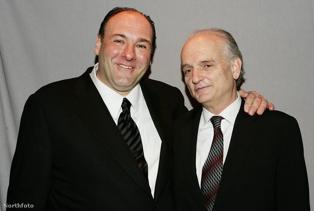James Gandolfini (balra) a Maffiózók producerével
