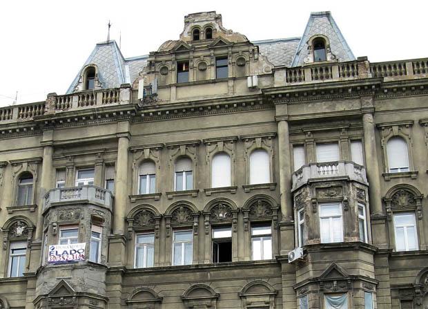 Belgrád rakpart 18.: most már kellemes hűvös lehet a fullpanorámás, világörökségi területen álló lakásban.