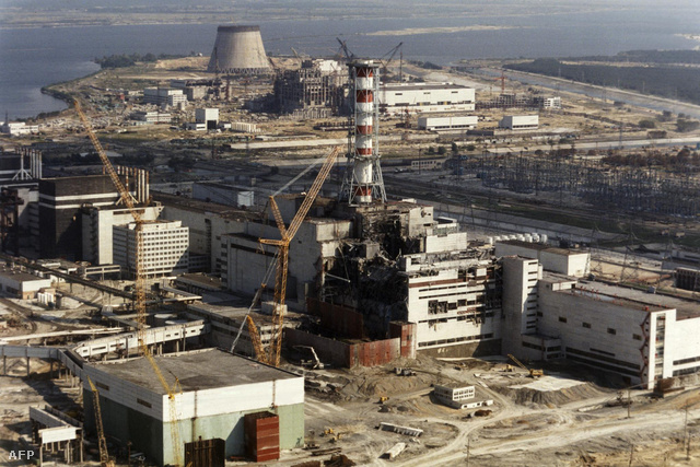 A csernobili betonszarkofág építése