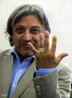 """""""17 karátnyi nevetés és taps van benne"""" - Badár Sándor az új gyűrűjével"""