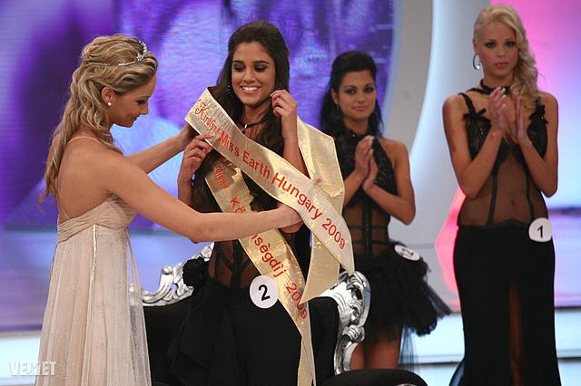 Kocsis Korinna 2009-ben Miss Earth Hungary címet nyert