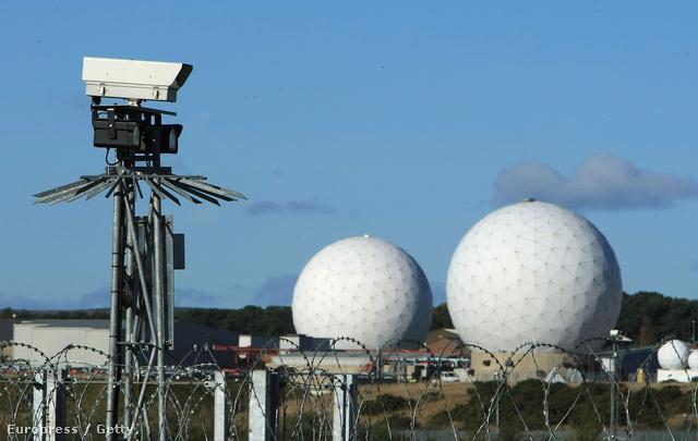 A Yorkshire melletti RAF Mentwith Hill szigorúan őrzött dómjai találgatások szerint a világ legnagyobb kémközpontját rejtik magukban. A rendszert az ezredforduló táján az Echelon rendszer központjaként emlegették.