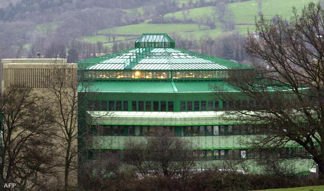 A Brit kormány Oakley kommunikációs központja a kétezres évek elején. Ezen a központon keresztül bonyolította a bizalmas információcserét az USA és Anglia