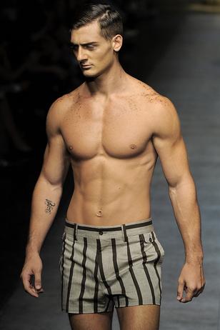 Férfi modell meztelenül