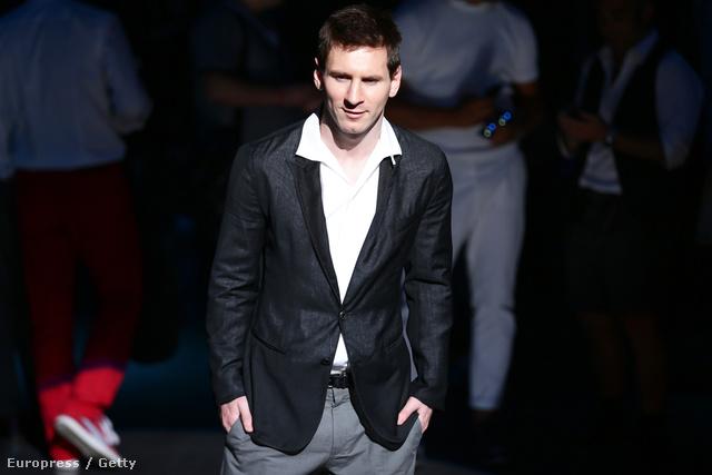 Lionel Messi a Dolce & Gabbana divatbemutatóján a milánói férfidivathéten