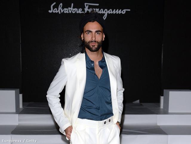 Marco Mengoni a Salvatore Ferragamo divatbemutatóján a milánói férfidivathéten