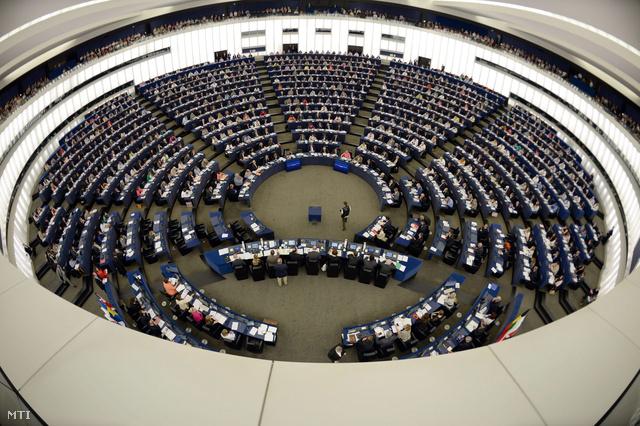 Képviselők az ülésteremben az Európai Parlament plenáris ülésén