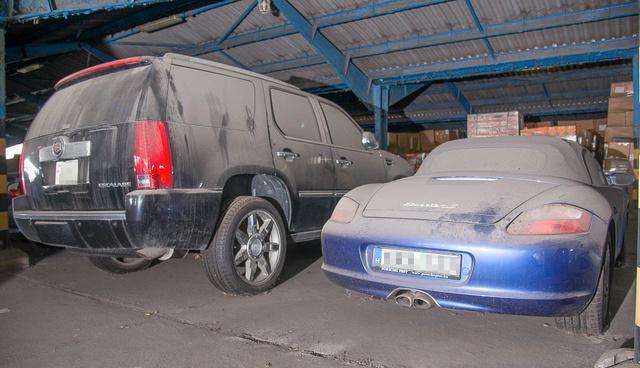 A bal oldalon látható Cadillac Escalade-del egy kis afrikai ország tiszteletbeli konzulja közlekedett. Mindez persze nem igaz