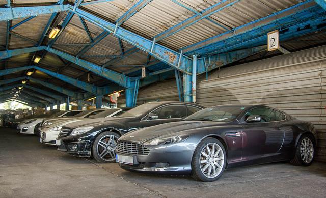 A szerkesztőségi szemlebizottság véleménye: az Aston Martinért és a Maseratiért kár