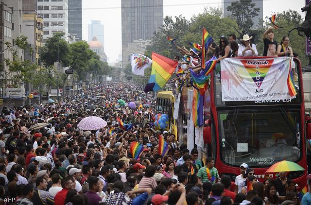 Tömeg a mexikói Pride-on