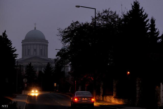 Lekapcsolt közvilágítás Esztergomban, 2011-ben