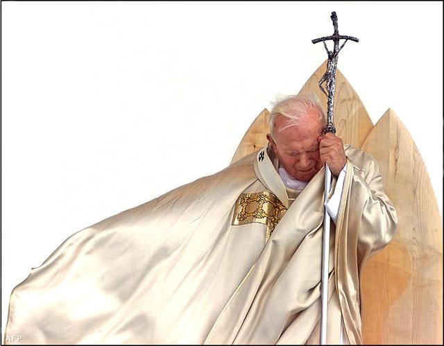 II. János Pál pápa egy misén, 1999-ben