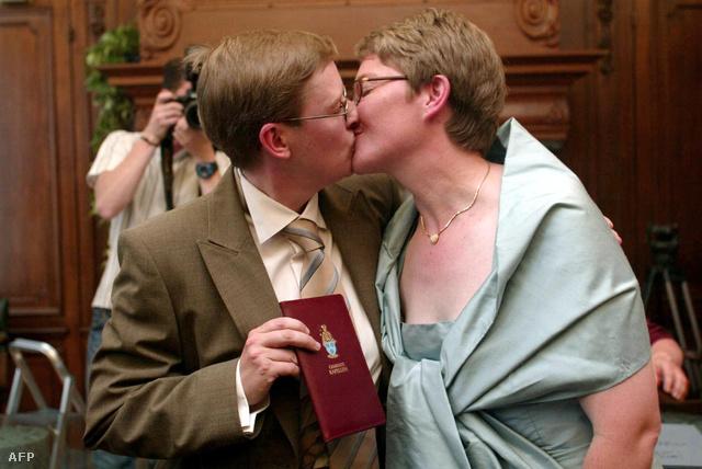 Az első melegházasság Belgiumban, 2003-ban