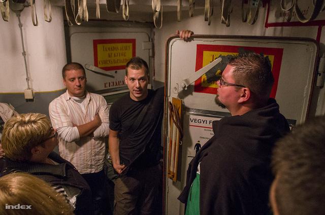 """""""Támadás alatt az ajtók csukva tartandók!"""" - Somogyi Levente új helyre költöztette a csepeli bunkertúrát"""