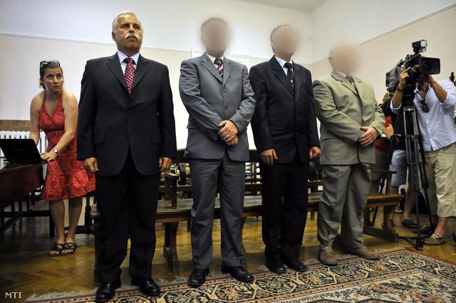 Laborc Sándor és vádlott társai a bíróságon, 2012-ben.
