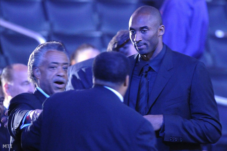A tiszteletes és Kobe Bryant kosaras még a beszéd előtt