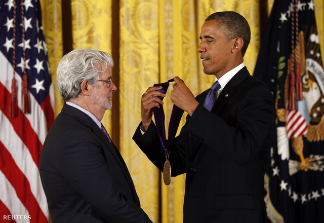 Barack Obama kitüntette George Lucast