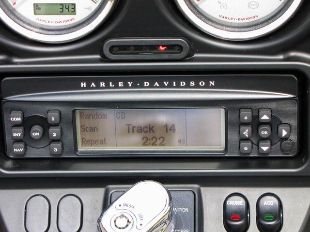 Nem egy túl szép fejegység, de a CD-lejátszója bombabiztos