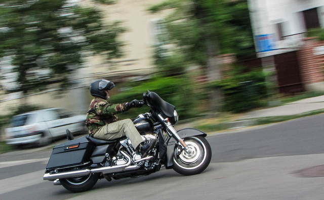 Aki akar, tud vele lendületesen is motorozni