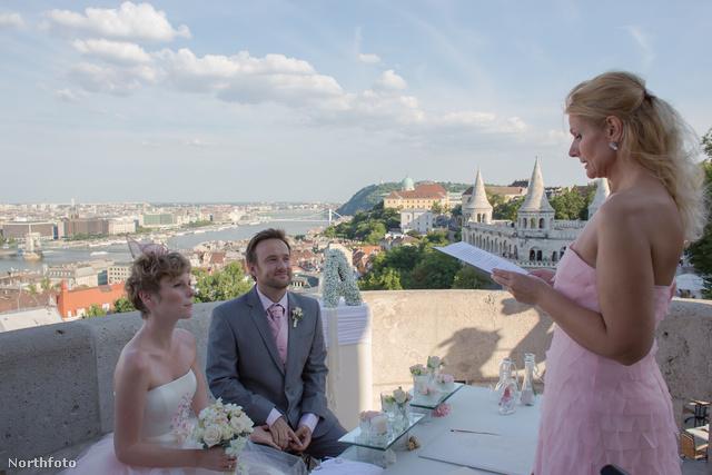 Alex Pelling és Lisa Gant 53. esküvője – ezt Budapesten tartották