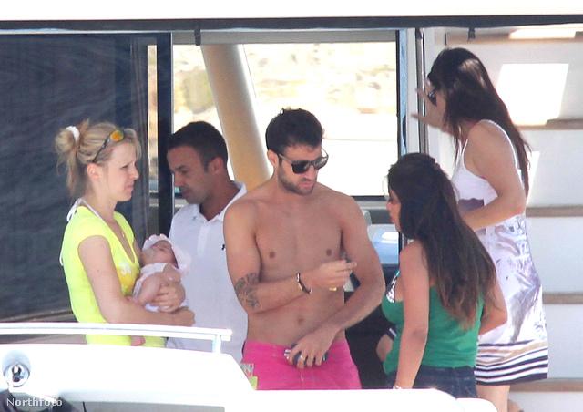 Cesc Fabregas családjával és haverjaival nyaral Formenterán