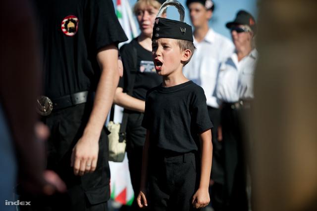 Kicsit nagyobb gyerek a Jobbik rendezvényén, 2012 augusztusában
