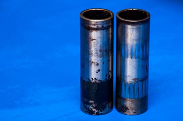 Cserés a lengővilla két tűgörgős csapágya: az egyik rozsdás, a másik beverődött
