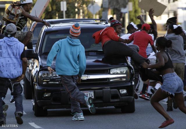 Néhányan kiváltak a békés menetből, és törtek-zúztak Los Angelesben.