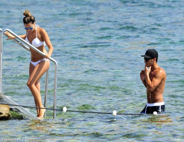 Mesut Özil és Mandy Capristo nyaralás közben