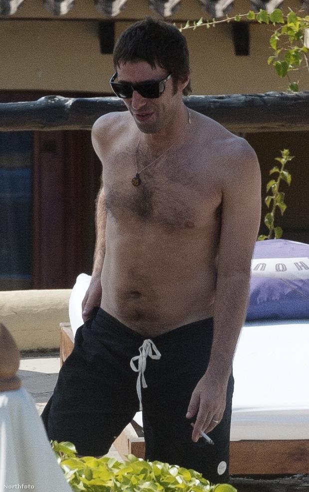 Liam Gallagher Ibizán gondol a feleségére, szeretőjére és gyermekeire sok szeretettel