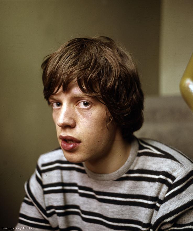 A tinédzser Mick Jagger még arról álmodozott, hogy tanár vagy politikus lesz. Előbbiről végleg letett, mikor rocksztárrá vált, utóbbi viszont, ha nem is hagyományos értelemben, de sikerült neki. Legalábbis Keith Richards Rolling Stones-gitáros szerint, aki úgy véli, Jaggert sokszor jobban érdekelte a hírességekkel, politikusokkal való parádézás, mint a zenekar.