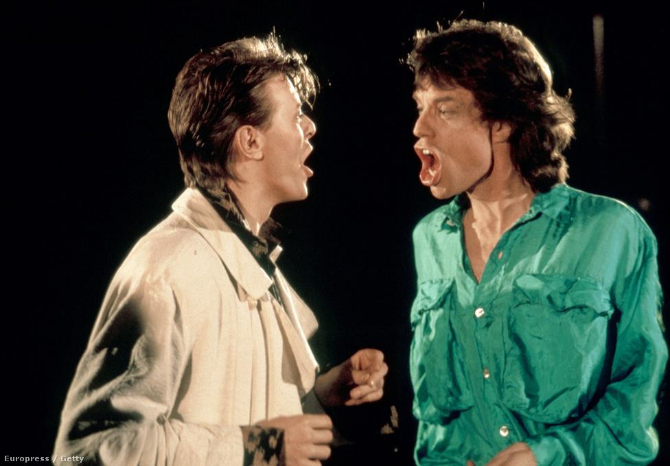 1985-ben David Bowie-val közösen Mick Jagger feldolgozta a Dancing in the Street című Martha and the Vandellas-slágert. Klipet is készítettek hozzá, ami sokak szerint erősen homoerotikus lett. Ez persze tovább erősítette azt a pletykát, hogy a két sztárnak viszonya volt egymással.