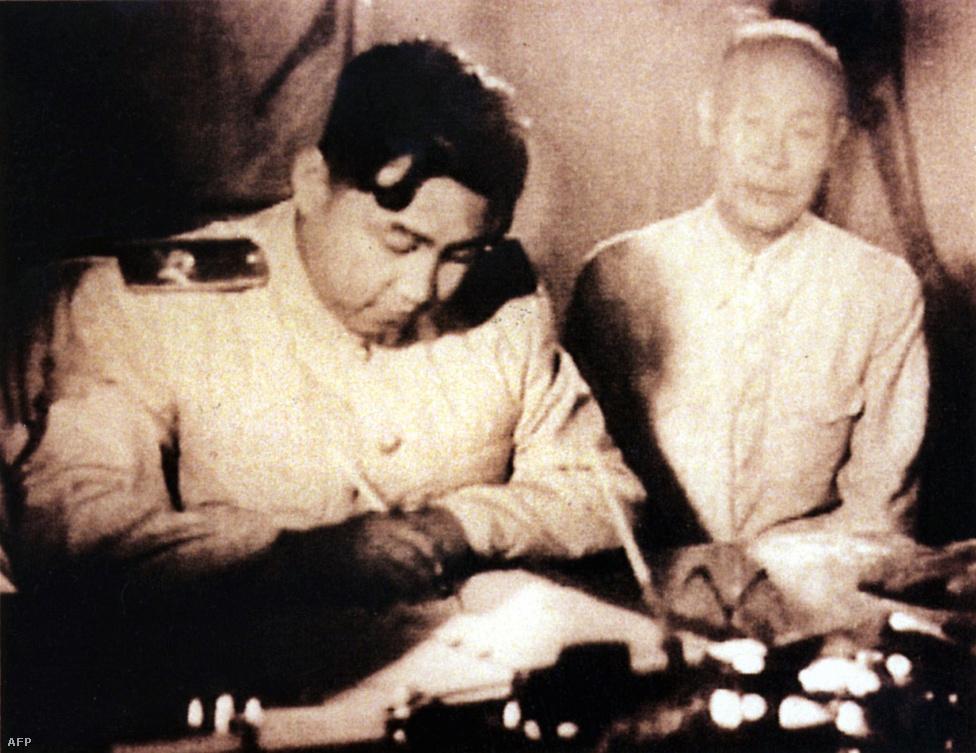Kim Ir Szen, az észak-koreai Nagy Vezér, a háború elejétől 1994-ig vezette az országot. A Kedves Vezető, Kim Dzsongil apja, az ország jelenlegi diktátora, Kim Dzsongun nagyapja.