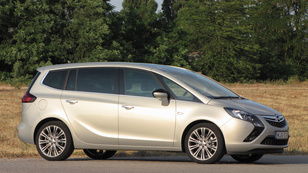 Opel Zafira Tourer 1.6 Turbo Cosmo - 2013.