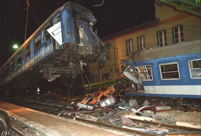 1994. december 2-án súlyos vonatszerencsétlenség történt Szajolnál, a vasútállomáson