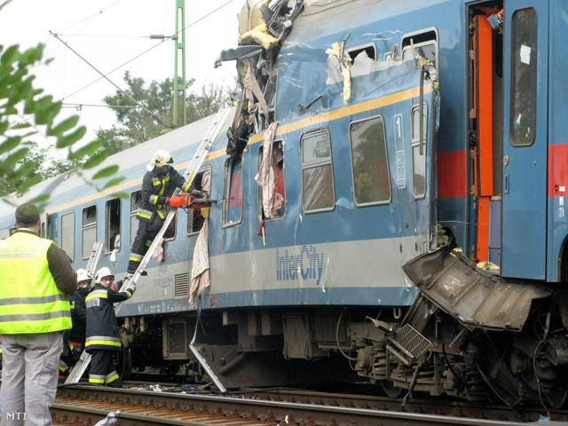 2008. október 6-án Monorierdőnél ütközött össze két vonat