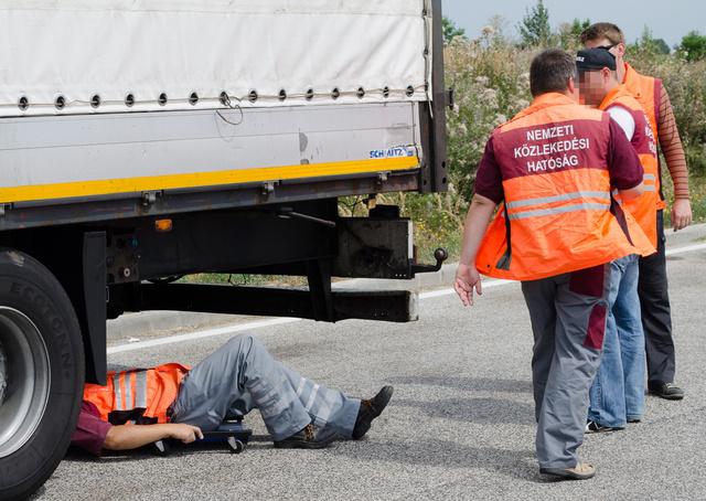 Több helyen sérült és szakszerűtlenül javított alvázzal próbált átkelni Magyarországon a román kamion