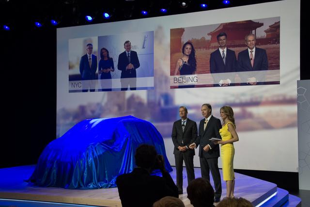 A világ három metropoliszában egyszerre leplezték le az első elektromos BMW-t