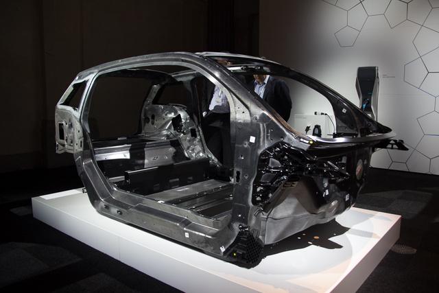 Ez az utascella, ami valóban karbonból készül
