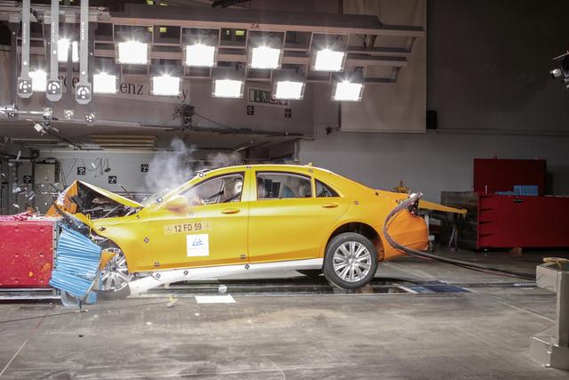 A Daimler szerint az új hűtőközeg balesetkor meggyulladhat, égése mérgező gázt termel