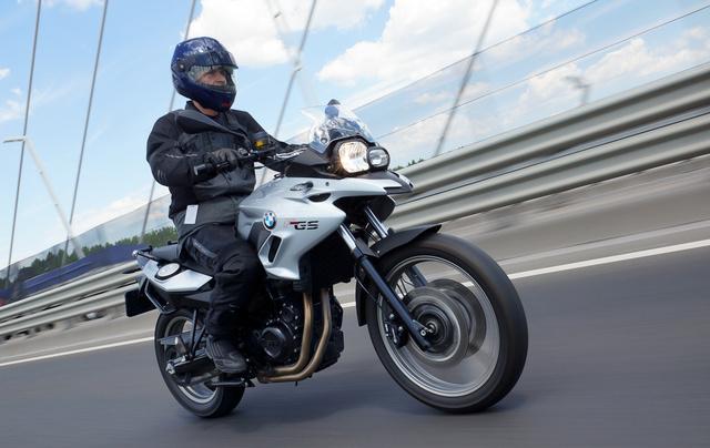Átszabott idomokkal és felfrissített műszaki tartalommal tartják piacon a legolcsóbb kéthengeres BMW-t