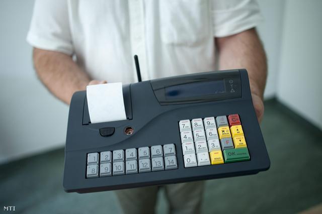 Az első online kapcsolatra alkalmas, engedéllyel rendelkező pénztárgép