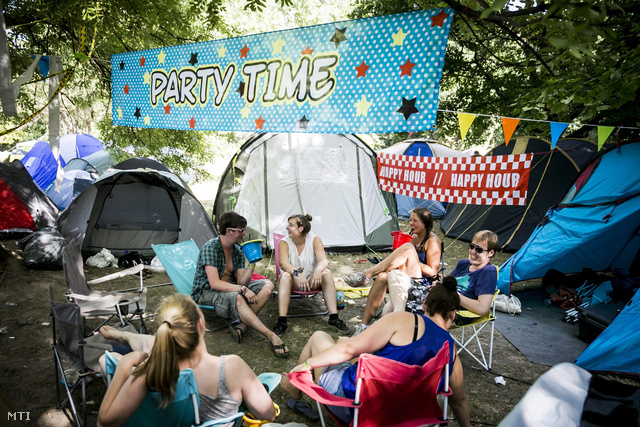 Az első fesztiválozók már elfoglalták a legjobb sátorhelyeket