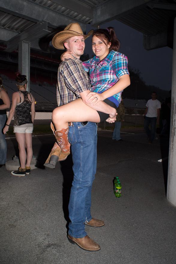 Bristol, Tennessee, 2013. A countryzene és a csűrdöngölés is hozzátartozik a redneckek mindennapjaihoz.