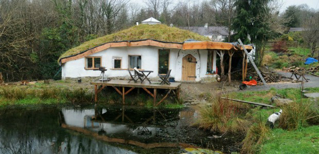 the-eco-home-owned-by-charlie-hague-and-megan-williams-530021304