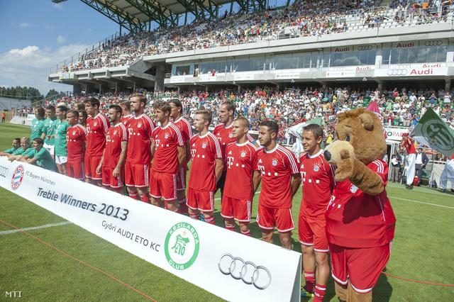 A Bajnokok Ligája-címvédő Bayern München játékosai a győri ETO Parkban