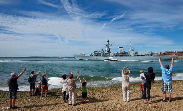 A HMS Westminster elhagyja az angol partokat és elindul Gibraltár felé