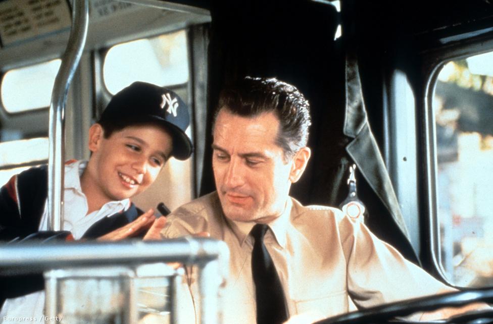 De Niro viszonylag későn, 1993-ban kapott kedvet a rendezéshez. Első rendezése a Bronxi mese lett, egy teljesen vállalható film egy buszsofőr apáról (De Niro játssza), aki aggódik a fiáért, nehogy a helyi maffiafőnök szolgálatába álljon. 2006-ban rendezett legközelebb, Az ügynökséget Matt Damonnal és Angelina Jolie-val a főszerepekben.